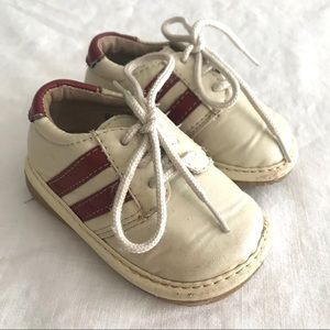 Baby shoes that squeak!